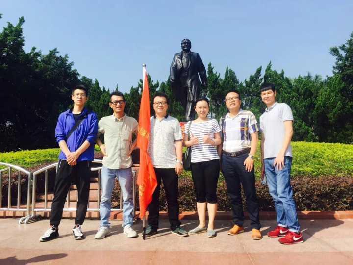 九月九日重阳节,深圳市合创集团联合党支部相关成员进行登高莲花山